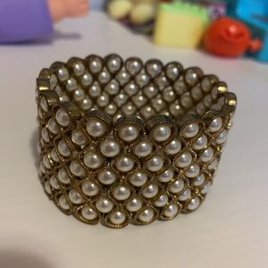 NWOT Forever 21 golden cuff with pearls